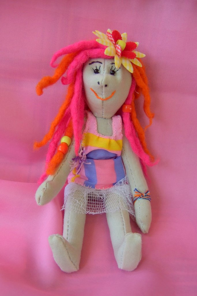 how to sew a doll. hand made, stuffed toys, do it yourself, free pattern to download